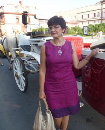 Лляна сукня ягідного кольору
