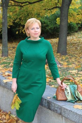 Зелена осіння сукня