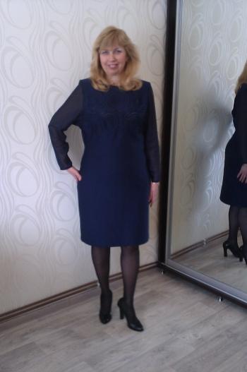 Сукня-футляр з трикотажу з квіточками на сіточці