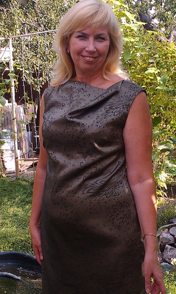 Сукня з металевим ефектом