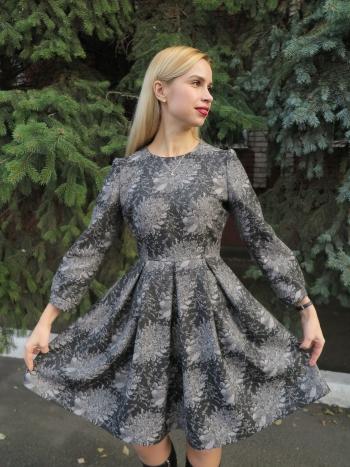 Сукня із зустрічними складками на спідниці