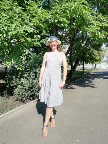 Сукня з красивою спинкою