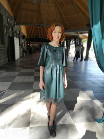 Сукня зі смарагдової екошкіри на Конкурс для новорічної обкладинки