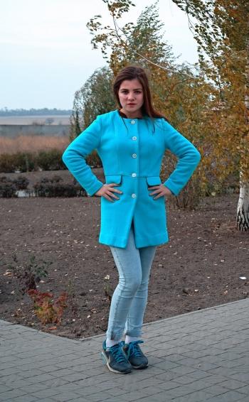 Пальто кольору бірюзи