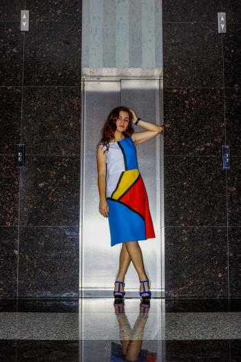 Сукня в стилі колор-блокінг
