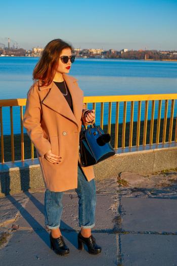 Пальто коротке в стилі OVERSIZE