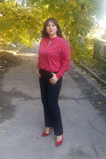 Червона блуза.
