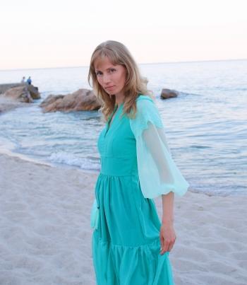 Сукня на весілля, що відбувалося на пляжі