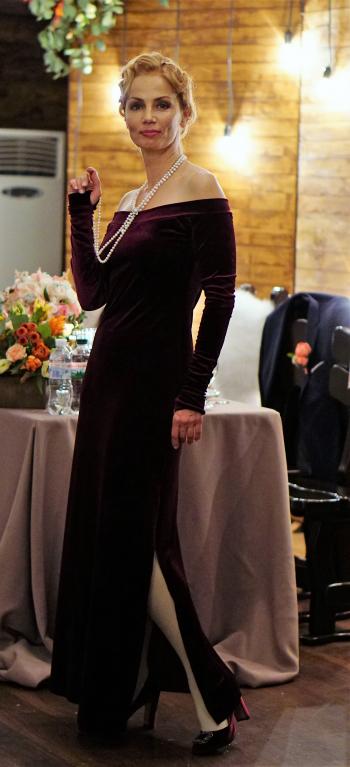 На одному красивому весіллі в оксамитовій сукні