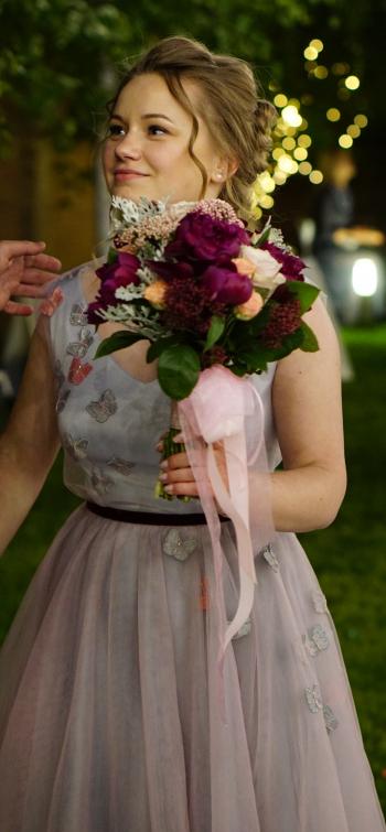 Весільна сукня у метеликах