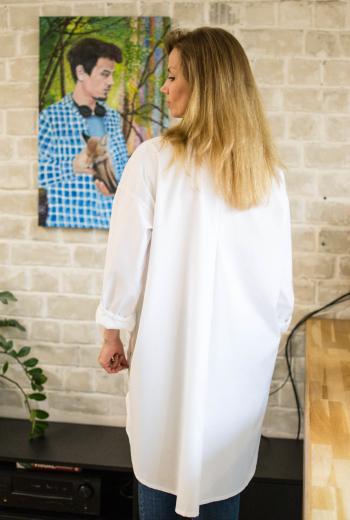 """Біла сорочка для зустрічі клубу """"Швейні штучки"""" з асиметрією"""