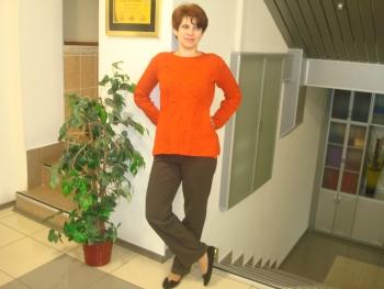 Помаранчевий светр