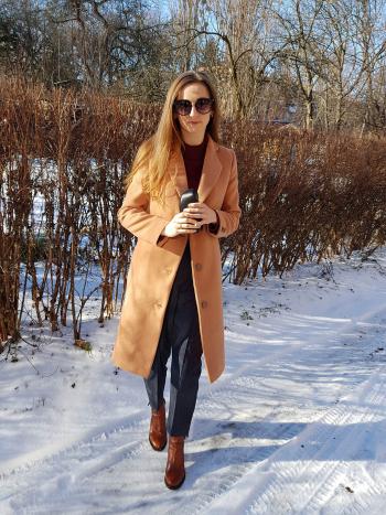 Пальто кольору camel