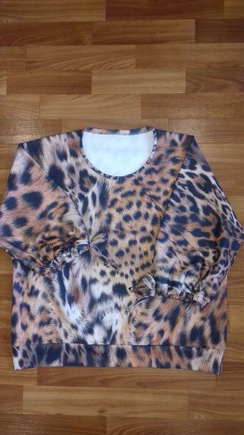 Блузка з круглою горловиною
