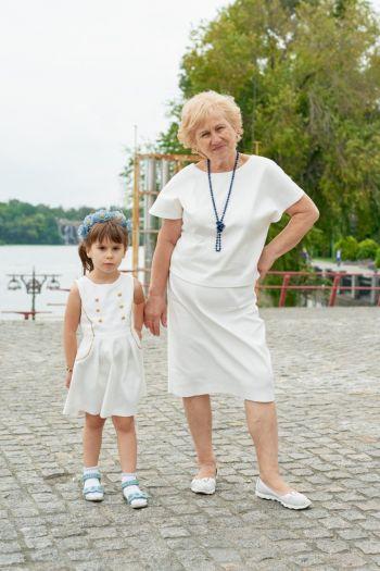 Сапфірове весілля в білому! Жіночий костюм й дитяча сукня