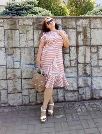 Шовкова сукня у смужку