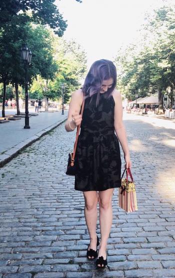 Сукня з американською проймою.