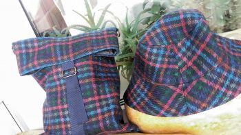 Капелюх + сумочка.
