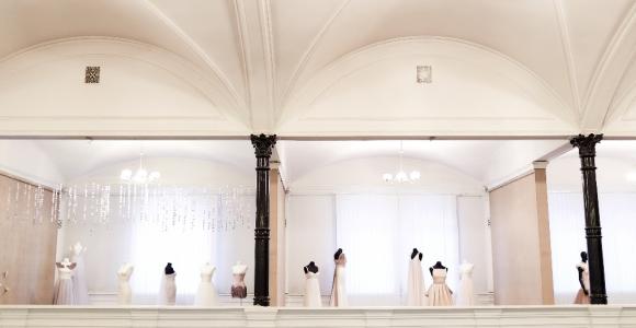 Виставка весільного одягу