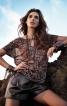 Блузка із вирізом-краплинкою - фото 1