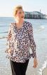 Блуза просторого крою зі складками на рукавах - фото 1