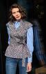Блузка приталеного крою із апахом і баскою - фото 1