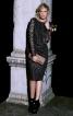 Сукня-футляр з V-подібним вирізом на спинці - фото 4