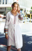 Сукня приталеного крою з оборками на рукавах - фото 4