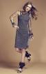 Сукня по фігурі з асиметричним вирізом горловини - фото 1