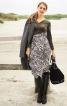 Сукня з вузьким ліфом і V-подібним вирізом - фото 1