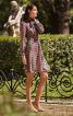 Сукня відрізна з коміром-шарфом - фото 1