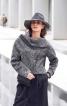 Пуловер з широким суцільнокроєним коміром - фото 1